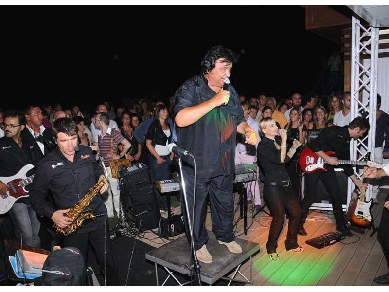 Umberto Smaila durante il concerto live