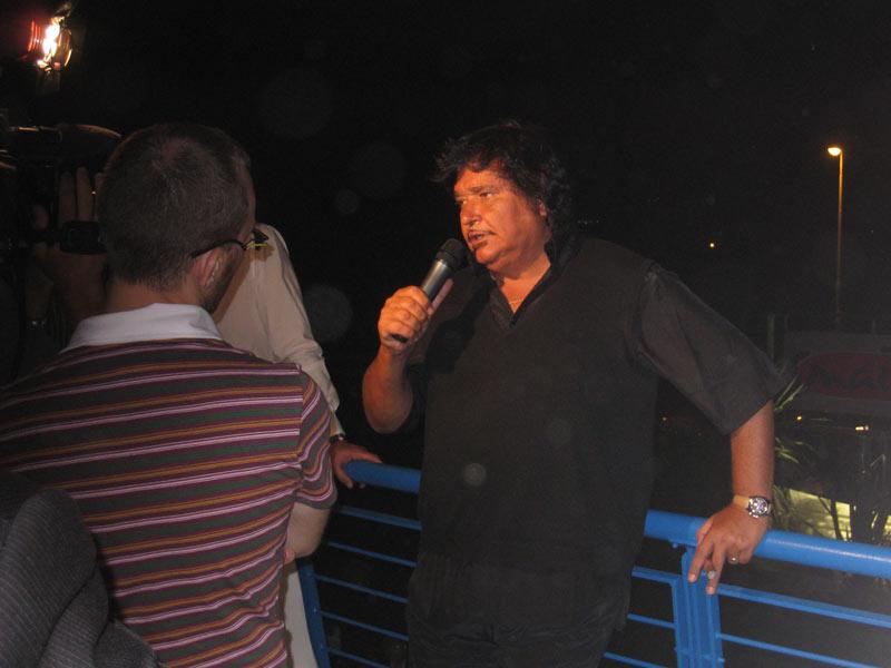 Umberto Smaila mentre rilascia interviste