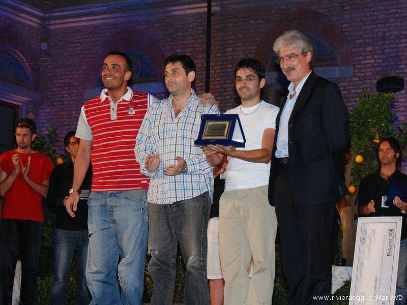 Secondo classificati i Vietato fumare, premia Massimo Rossi, presidente della Provincia