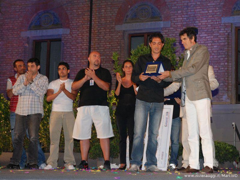 Terzo classificato Fabio Certelli, premia il direttore artistico Pepi Morgia