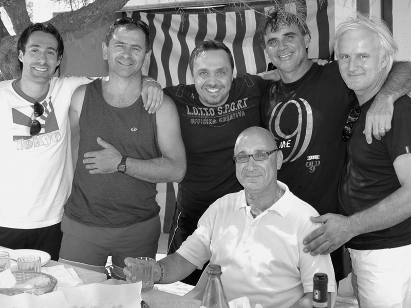 Lo staff del Lido degli aranci con Gabriele Cirili