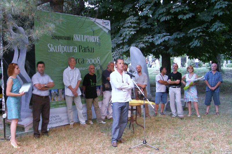 Genti Tavanxhiu al 1° Simposio della scultura della città di Korca