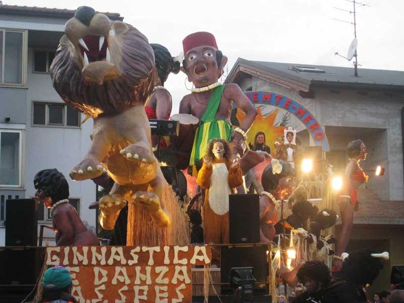 Uno dei carri del Carnevale di Martinsicuro