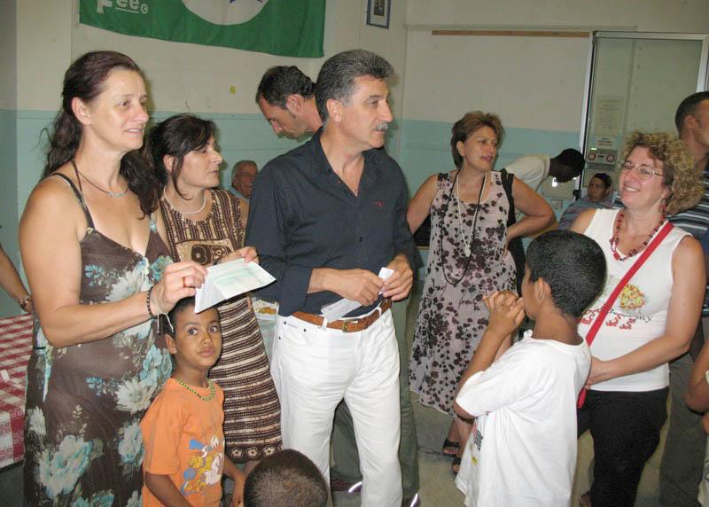 I bambini saharawi sono rientrati nelle tendopoli