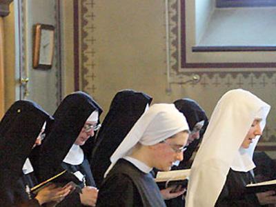 Suore in un monastero. Quante religiose parteciperanno a