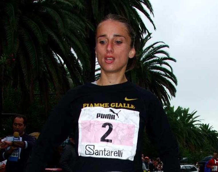 L'arrivo di Rosalba Console, prima della classifica femminile nella Ascoli-San Benedetto 2008