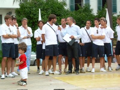 Il capitano Simone Oddi saluta i tifosi