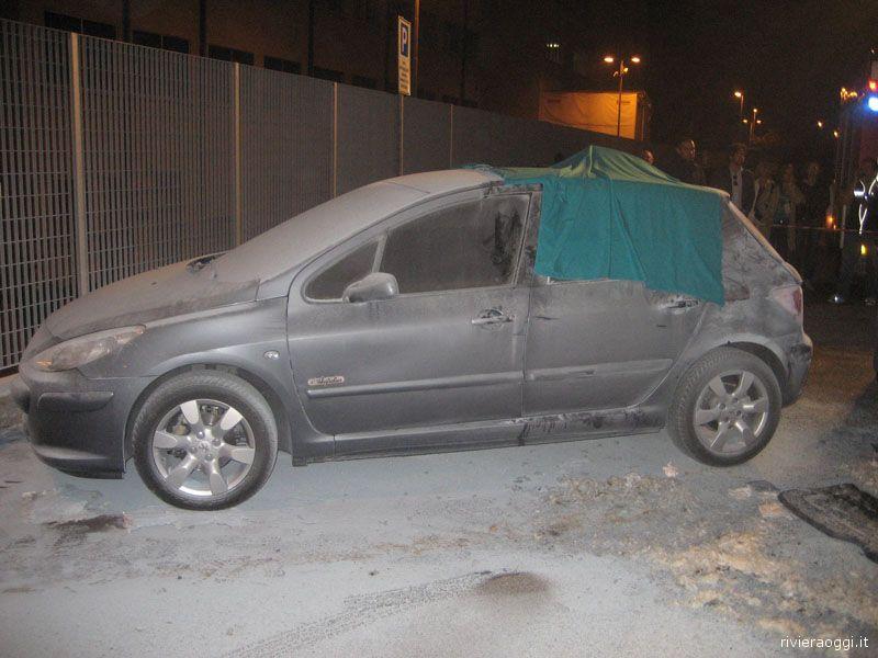 L'auto bruciata ritrovata con il cadavere all'interno