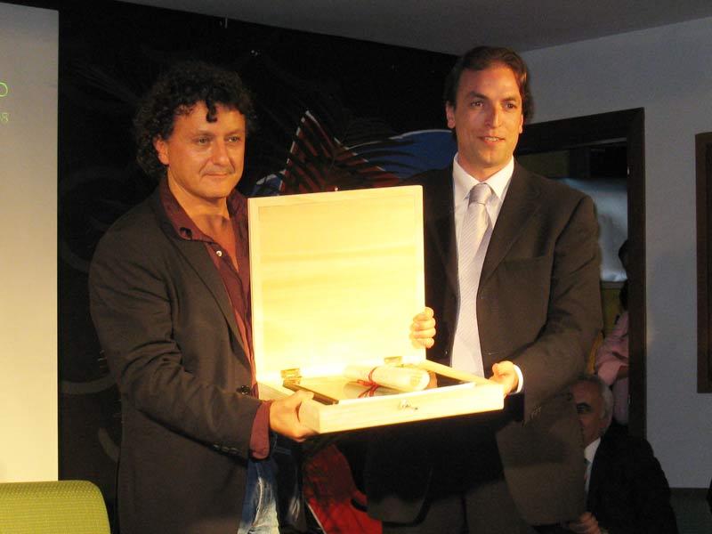 Valerio Binasco premiato dall'assesore alla Cultura Massimo Vagnoni