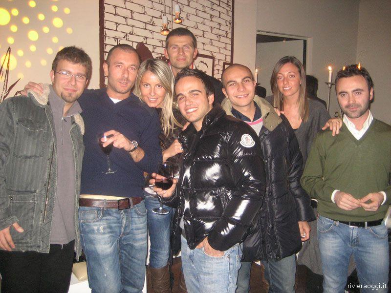 Un gruppo di amici al Pao Long Beach