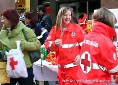 Volontarie dela CRI impegnate nel loro lavoro