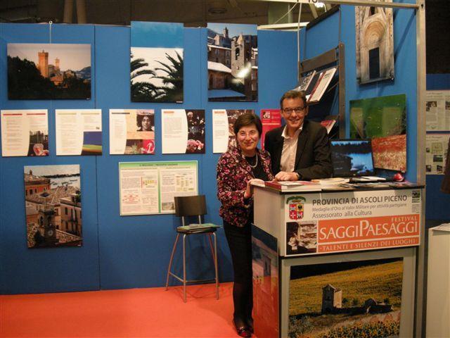 Olimpia Gobbi allo stand della provincia di Ascoli alla Biennale di Firenze