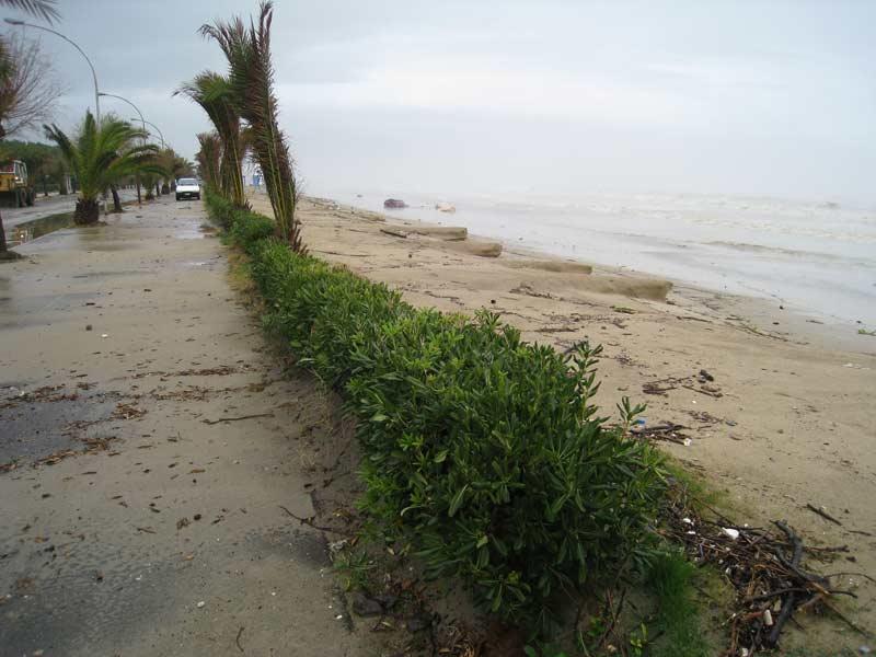 Un tratto di spiaggia a Villa Rosa quasi completamente eroso dalle mareggiate della settimana scorsa