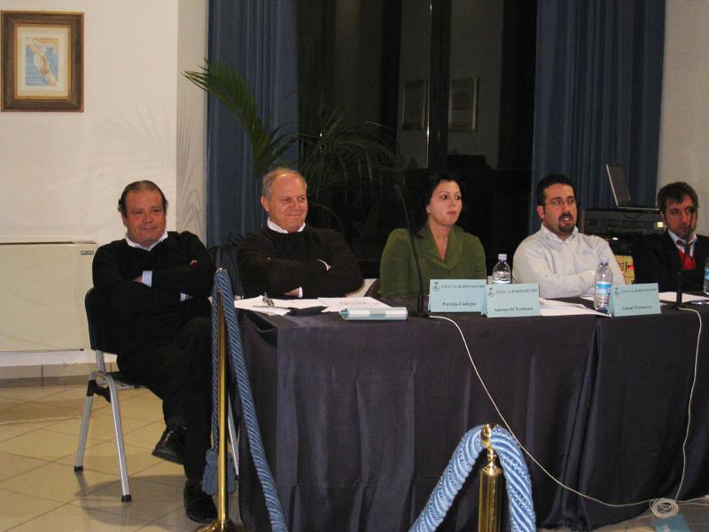 Giacinto De Luca eLuigino Fedeli nella nuova veste di gruppo di opposizione nel corso dell'ultimo consiglio comunale