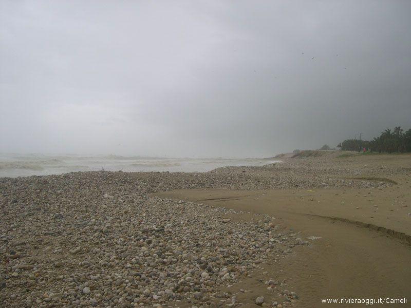 Le forti mareggiate hanno mangiato la spiaggia >, dice merli