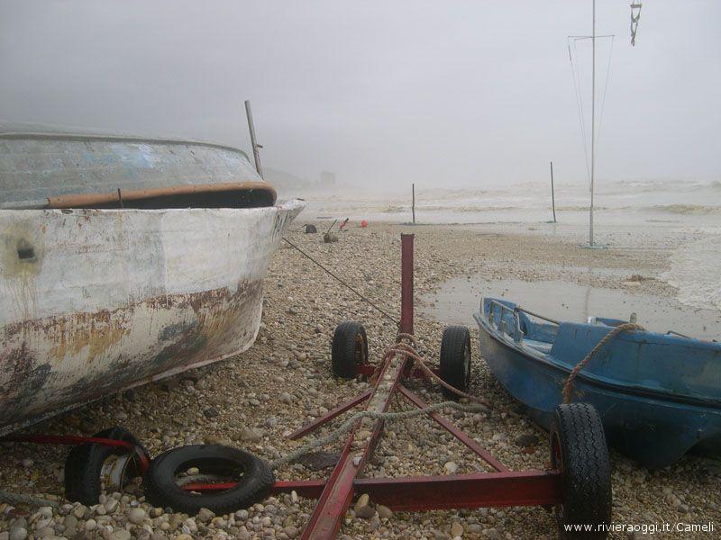 Barca spostata dalle onde