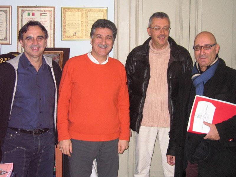Al centro con il Sindaco Merli, Antonio Attorre, a cui andrà il premio Grottammarese dell'Anno 2008, con il sindaco Luigi Merli e gli ideatori del premio, Walter Assenti per l'ass. Lido degli Aranci e Tullio Luciani per Confocommercio.