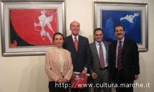 Osvaldo Licini a Parigi. Da sinistra la Vice direttrice dell'Istituto italiano di cultura di Parigi, Stefano Papetti, Domenico di Salvo, Vittoriano Solazzi