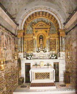 La Santa Casa di Loreto con la statua detta anche Vergine Lauretana.