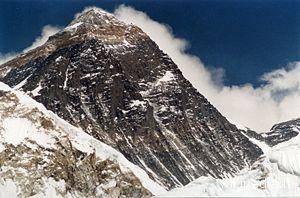Il Monte Everest. Anche RivieraOggi.it e PicenoOggi.it vanno sempre più in alto