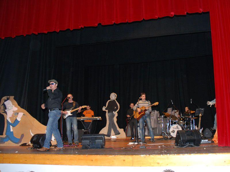 Il gruppo rock locale Buoni e Cattivi apre la serata