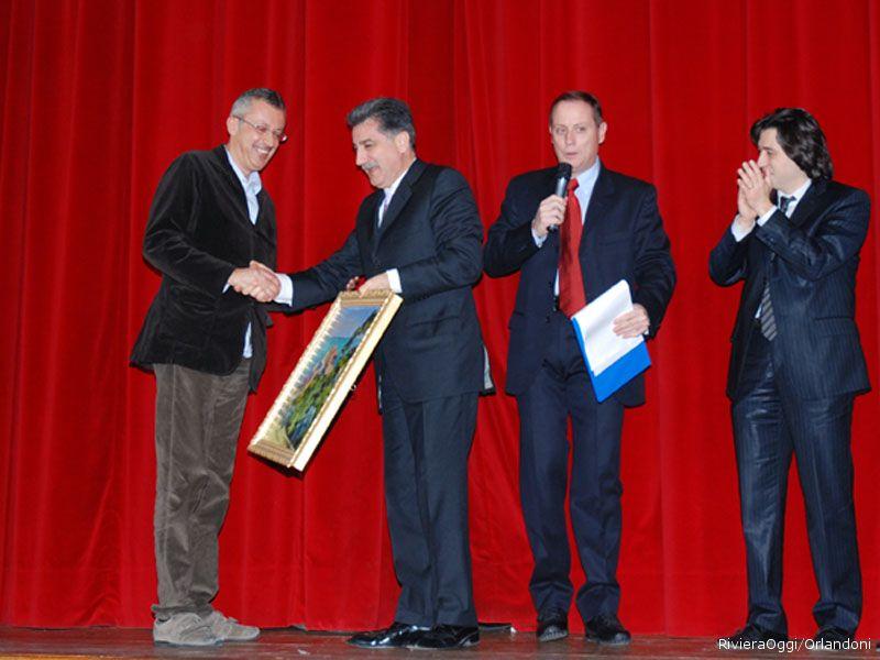 La consegna del premio ad Antonio Attorre