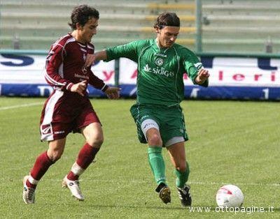 Sirignano in azione con la maglia dell'Avellino (foto www.ottopagine.it)