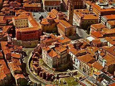 Una visuale dall'alto del Teatro romano di Teramo