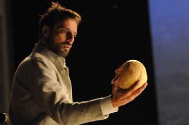 Amleto, una scena con Alessandro Preziosi