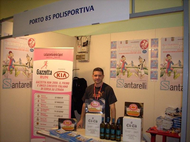 Lo stand organizzato lo scorso anno dalla Porto 85 alla Roma Marathon
