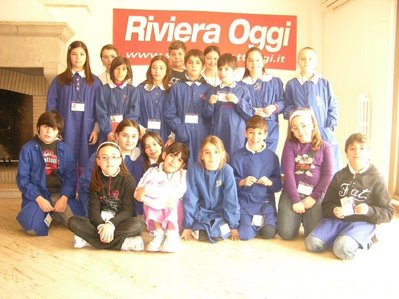 La classe 4 A della scuola Speranza nella redazione di Riviera Oggi