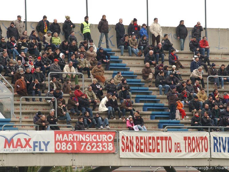 Non è servito a nulla abbassare i prezzi: in Samb-Portogruaro poco più di duemila spettatori. Ma Tormenti attacca i tifosi