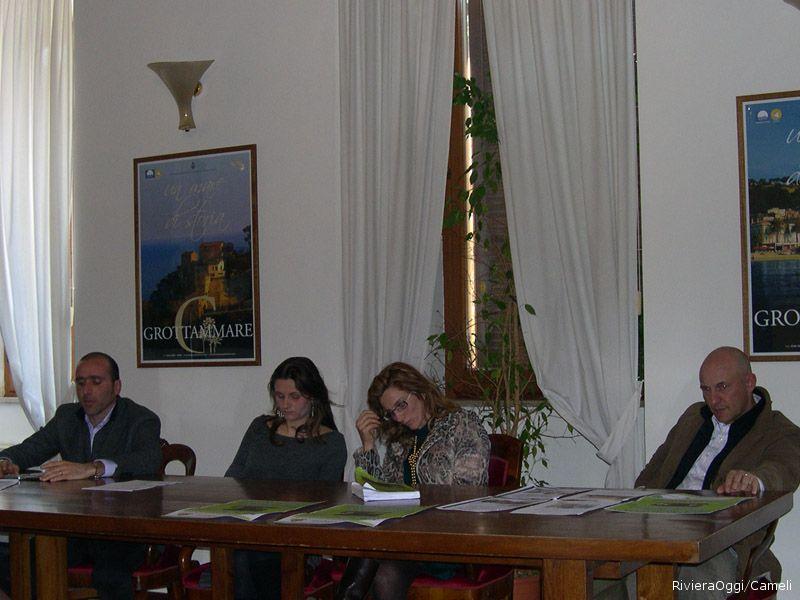 Da sinistra Paolo Canducci assessore comune San Benedetto, Roberta Neroni volontaria attiva, la presidente Alice Agnelli e l'assessore grottammarese Giuseppe Marconi