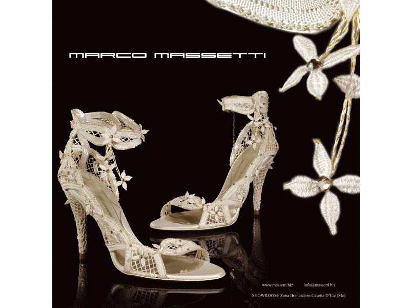 La scarpa-gioiello realizzata dagli stilisti Massetti con il tombolo offidano