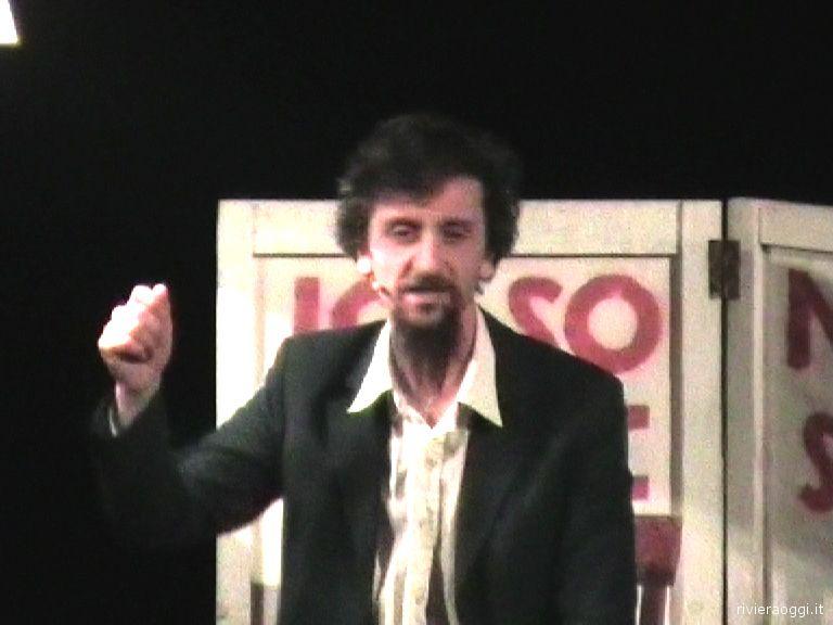 Ascanio Celestini durante la sua performance