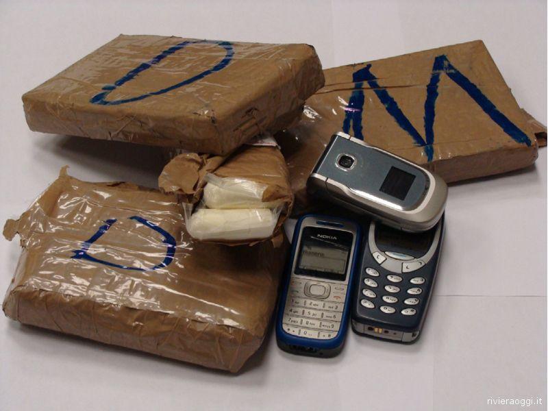 Cocaina e cellulari sequestrati dalle Fiamme Gialle
