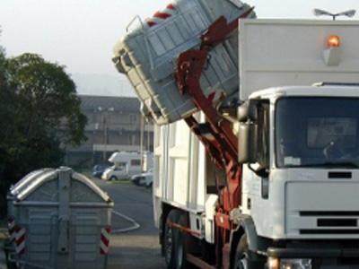 Un camion per la raccolta dei rifiuti