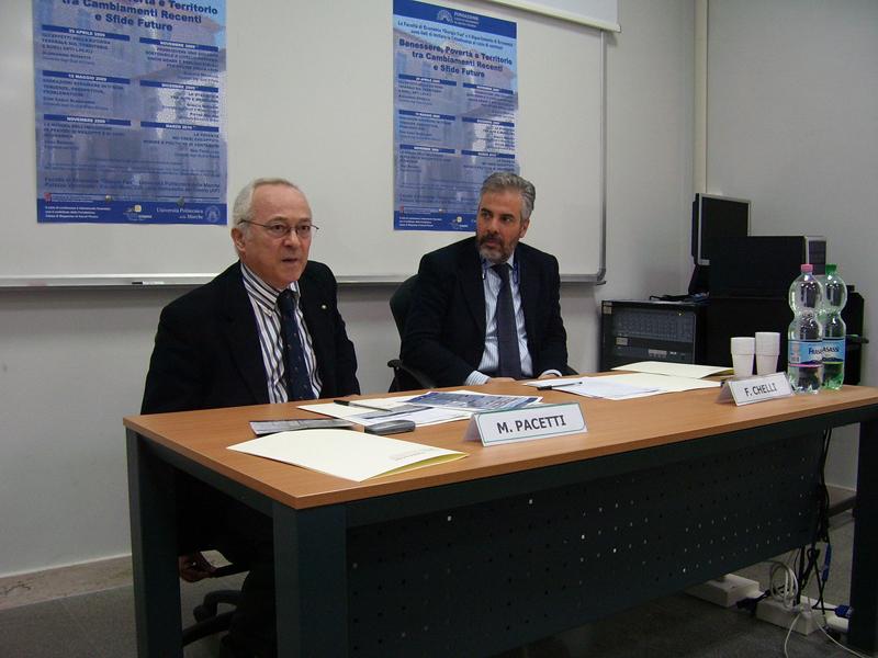 I professori Pacetti e Chelli presentano il ciclo di seminari presso la sede della Facoltà di Economia in via Mare