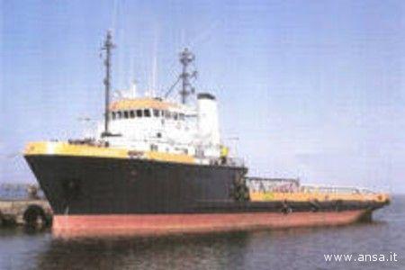 Il rimorchiatore italiano Buccaneer a bordo del quale si trova Filippo Speziali