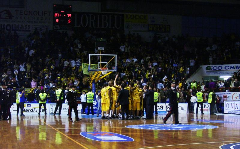 Esultanza della squadra al termine della partita