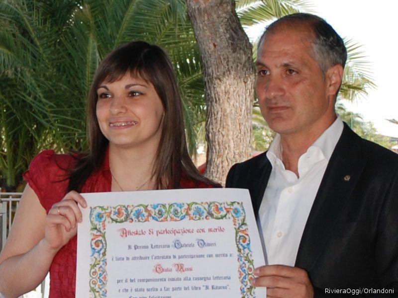 La consegna dell'attestato a Giulia Massi