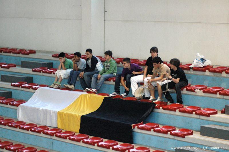 Alcuni ragazzi fra il pubblico di Martinsicuro-Sulmona