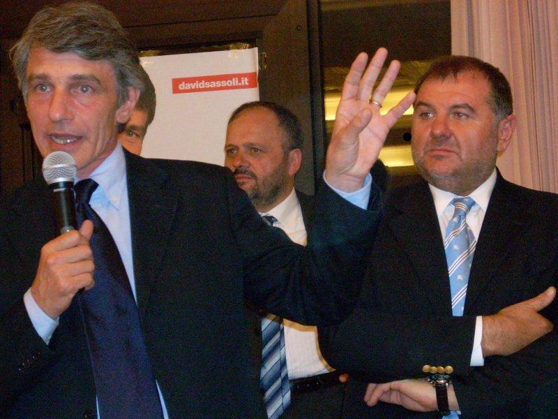 Il candidato Pd alle Elezioni Europee David Sassoli, in compagnia di Giovanni Gaspari ed Emidio Mandozzi.