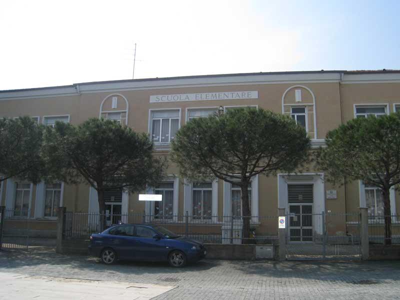 La scuola elementare in Piazza Cavour