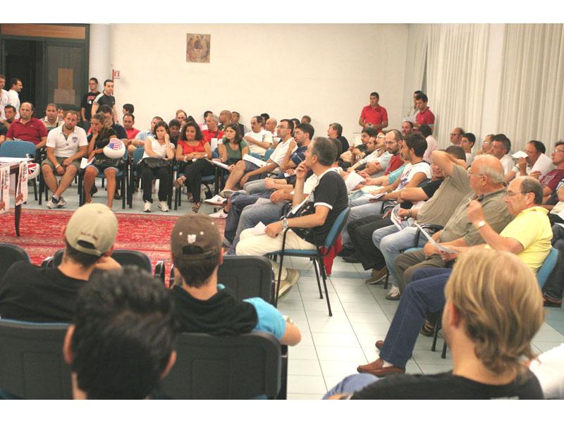 I tifosi presenti all'incontro per l'avvio di una sottoscrizione popolare a favore della Samb