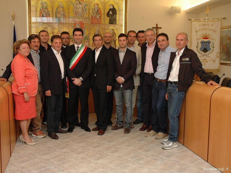 Stefano Stracci con gli assessori e i consiglieri delegati, o quasi