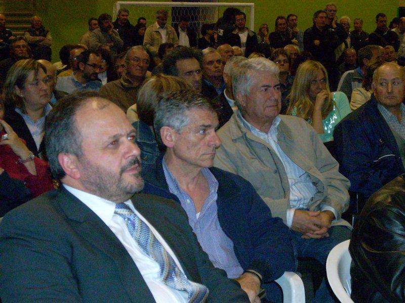 Una gremita platea ha assistito all'incontro con l'onorevole emiliano. In primo piano il sindaco Giovanni Gaspari