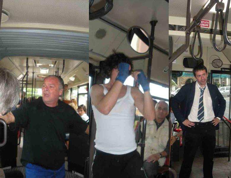 Sull'autobus del teatro, da sinistra Di Bonaventura, Tosoni, Ripani