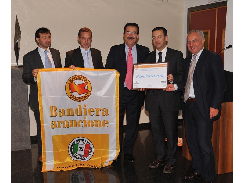 Bandiera Arancione 2009 consegnata al sindaco D'Erasmo