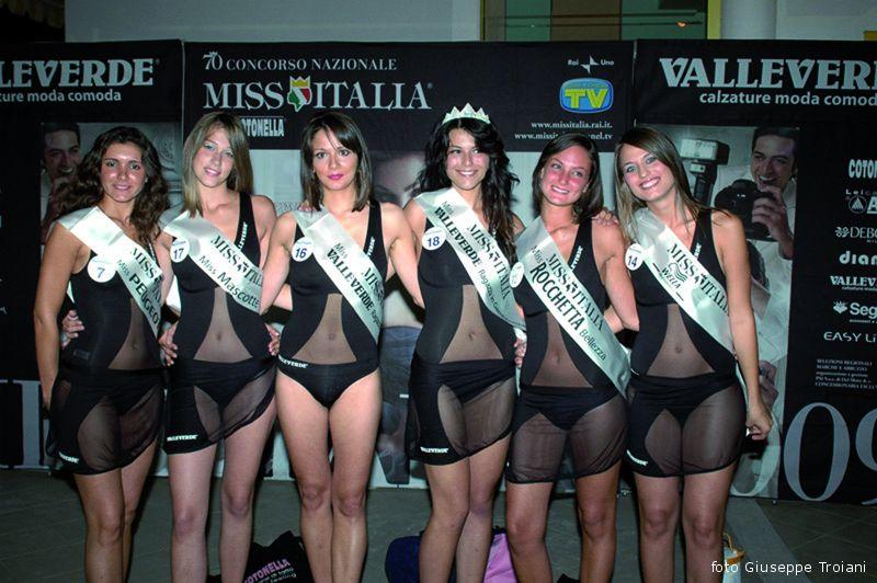 Foto di gruppo per le partecipanti alla selezione di Miss Italia 2009